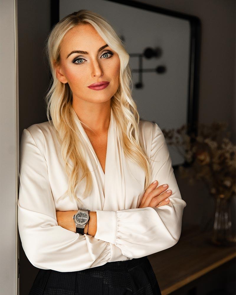 S - Luxury Estates - Sarah Molnar